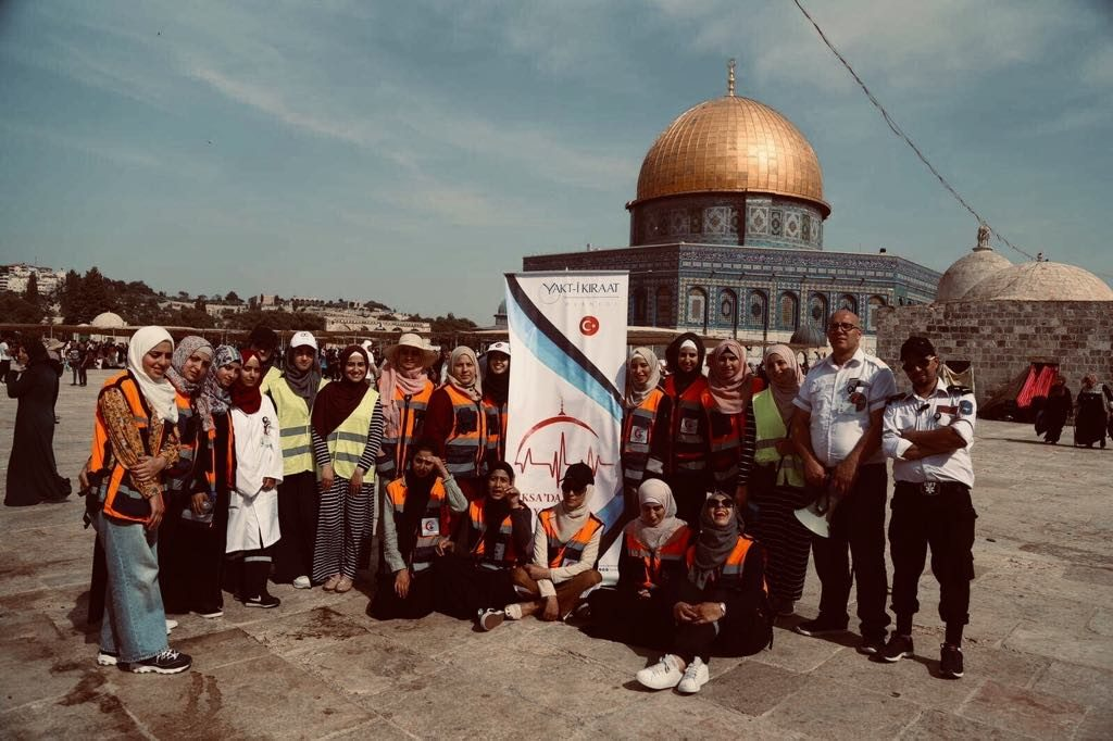 Ansam volunteering at the Dome of the Rock